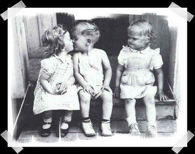 Beso+de+niños