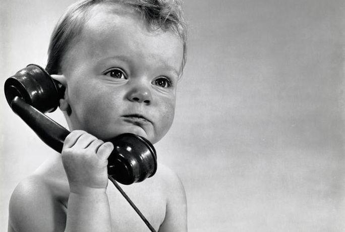 Bebe Hablando Por Telefono